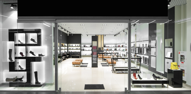 Boutique, vitrines, chaussures pour hommes et femmes